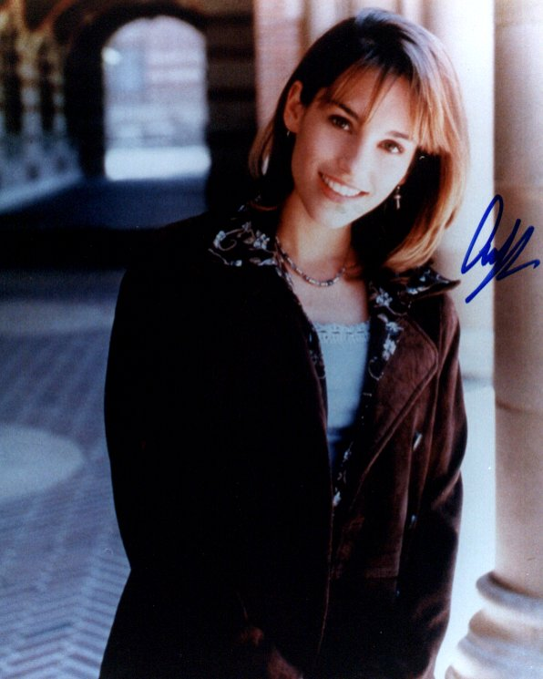 Amy Jo Johnson 2 (10x8)   Excellent Signature.
