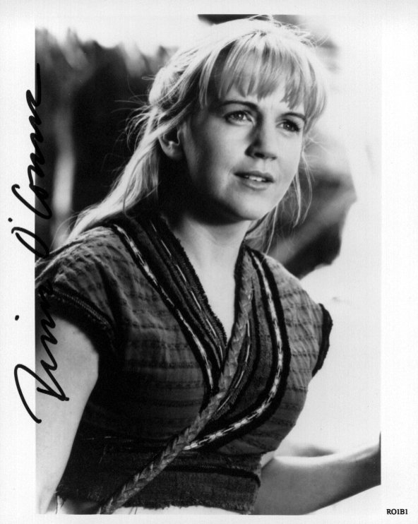 Renee O'Connor 1 (10x8)   Slight lift on 1st letter of Signature.
