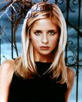 Sarah Michelle Gellar 2 (10x8)   Slight lift on last name of Signature.