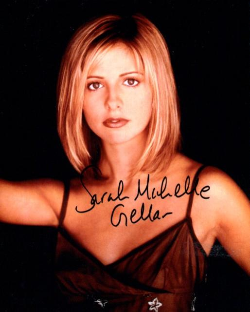 Sarah Michelle Gellar 3 10x8 Lifting on bits of Signature