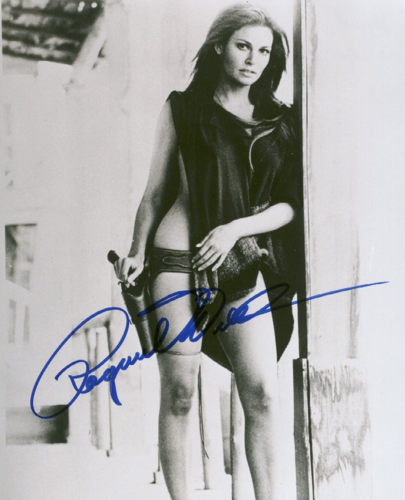Raquel Welch 1 (10x8)   Excellent Signature.